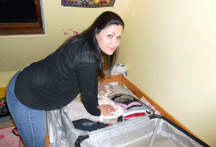 Jasmin packt Koffer