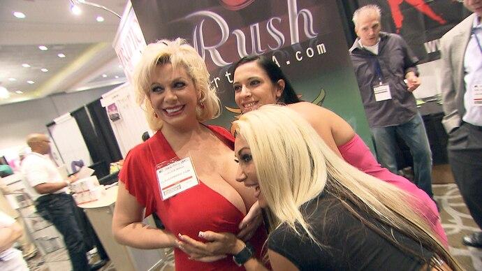 Exklusiv - Die Reportage - Folge 1026 - Sex, Stars & Stripes - Heiße Trends von Amerikas größter Erotikmesse