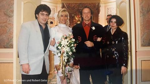 Carmen und Robert Geiss mit ihren Trauzeugen nach der Kirchlichen Trauung