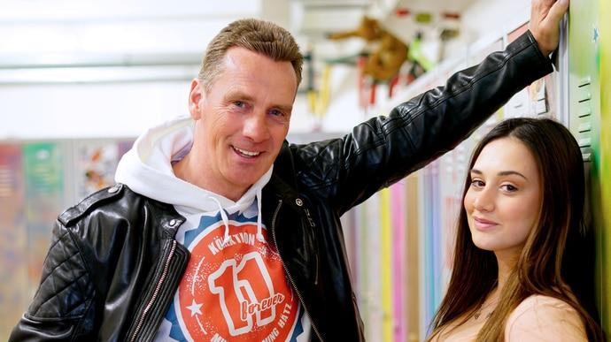 """Gastauftritt Jürgen Milski (li.) mit Chiara D'Amico als Kim bei """"Krass Schule"""""""