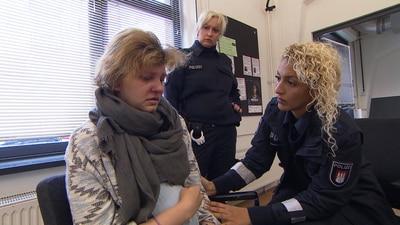 Die Wache Hamburg - Schwangere randaliert im Supermarkt | Schlechteste Mutter der Welt | Fahrlehrer unter Drogeneinfluss | Der Mann auf dem Kirchturm
