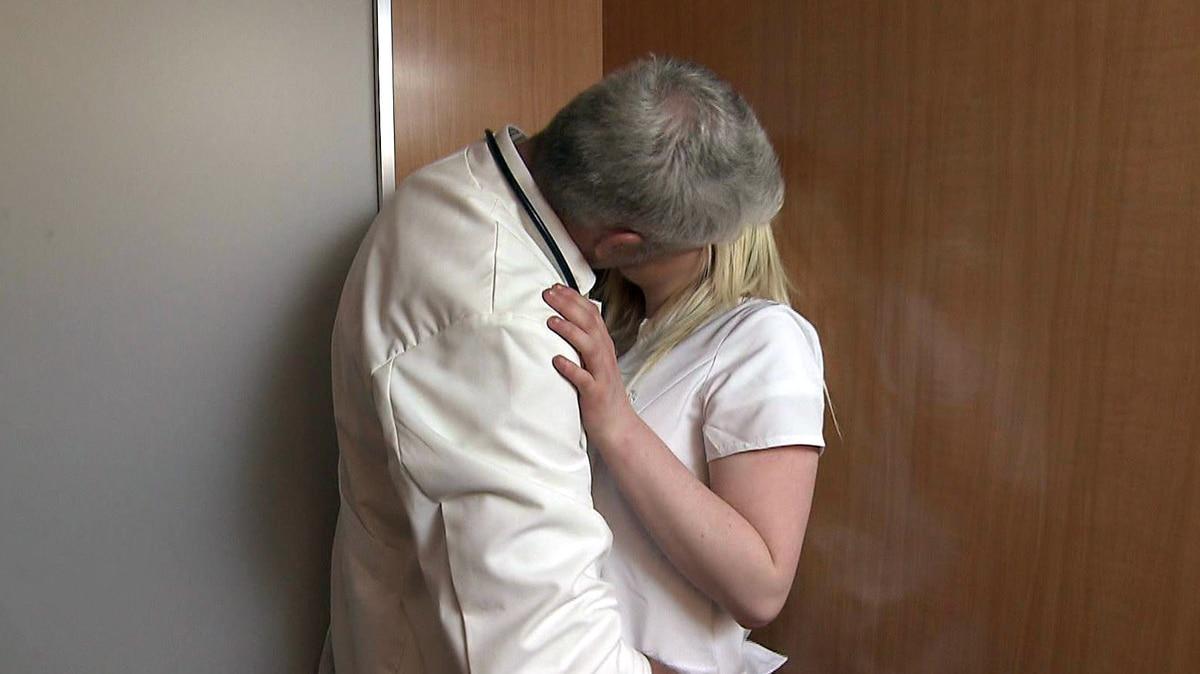 Verführt von Dr. Love (Video) - Hilf mir! Jung, pleite