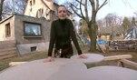 Da Alina ein großer Micky-Maus-Fan ist, bastelt Architektin Eva Brenner aus einer...