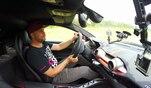 Auf einer Teststrecke checkt Youtube-Star JP Kraemer für GRIP das Kurvenverhalten...