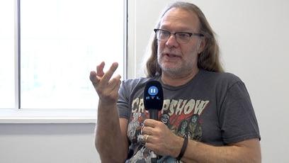 """""""Kein Ende in Sicht"""": Greg Nicotero im Interview (englisch mit dt. Untertiteln): Greg Nicotero ist einer der Macher hinter """"The Walking Dead"""". Im exklusiven Interview..."""