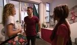 Leonie und Elli erhalten die verzweifelte Bitte, im Base auszuhelfen, da das...