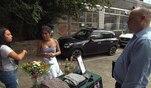 Gemeinsam mit Lucy veranstaltet Kimi einen Mädelsflohmarkt, bei dem die beiden...