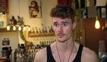 Sara besucht Jan in der Bar und erfährt, dass er immer noch keine Wohnung gefunden...