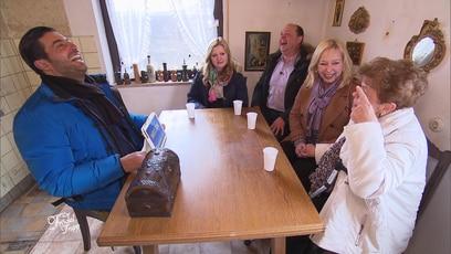 Unglaubliche 10.000 Euro Trödel verkauft!: Die Freude ist groß! Rentnerin Anni kann ihr Glück kaum fassen, denn sie hat...