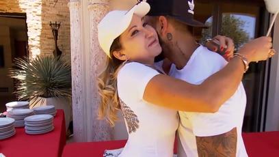 Carmen flirtet fremd!: Zur Freude Carmens hat Fred seinen bestaussehendsten Bodyguard mitgebracht: Nelson!...