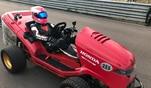 GRIP-Testfahrer Helge Thomsen auf dem Mean Mower, dem wahrscheinlich schnellsten Rasenm...