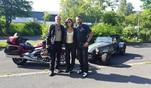 Duell Auto gegen Motorrad: GRIP-Testfahrer Matthias Malmedie im spartanischen Caterham...