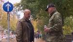 Joe weiß von Svens Situation und besucht ihn bei den Obdachlosen. Er stellt ihn...