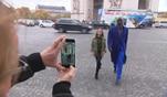 In Paris angekommen üben Shania und Papis Loveday sofort an Shanias Laufsteg...