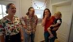 Familie Schulte darf nach acht Tagen zum allerersten mal wieder in ihr eigenes Haus....