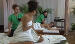 Alinas Plan einer Paarmassage als Entschuldigung dafür, dass sie kaum Zeit f&uuml...