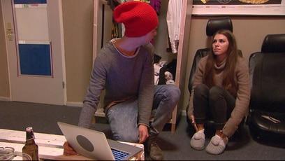 Kim ist gar nicht so ein Lappen: Als Nik nach Hause kommt, macht er eine Entdeckung, die ihm ganz und gar nicht gefällt....