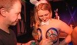 Ostern - das höchste christliche Fest wird auf der ganzen Welt gefeiert. Kinder...