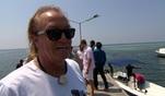 Alles dreht sich um Roberts Traum: Seine eigene Insel. Zu diesem Zweck wird als Ausflug...