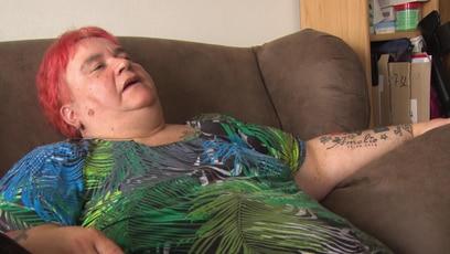 Elkes neuer Sessel: Trotz Gewichtszunahme, strahlt Elke eine positive Lebensfreude aus. Dank ihrer neuen...