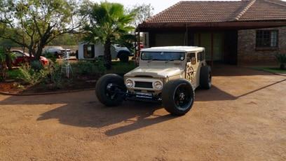 Sidney Hoffmann checkt Off-Road Hot Rod Folge 485): Sidney Hoffmann besucht Andre Allers in Pretoria. Er baut das wohl verrückteste Off...