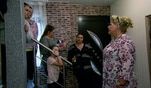 Silvia trommelt die komplette Familie zusammen, denn Familie Wollny soll sich fertig...