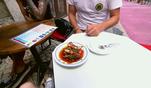 Lizzy, Schöppi, Flo und Jesko testen eine typisch portugiesische Spezialität:...
