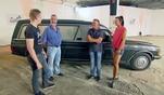Trödel-Experte Otto Schulte kennt sich aus und versteigert alte Fahrzeuge mit...