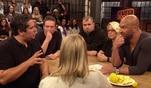 Talkshow-Gast Jesus versucht die negative Energie von einem Gast einzufangen. Tats&auml...