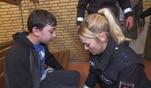 """Die Polizisten von """"Die Wache Hamburg"""" finden das vermisste Kind gefesselt in..."""