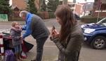 Hilf mir! Jung, pleite, verzweifelt...: Handysüchtiges Mädchen baut Unfall!