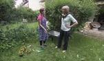 Hilf mir! Jung, pleite, verzweifelt...: Vivis Oma Flora rutscht die Hand aus