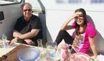 Heinz und Andrea verkaufen am Flohmarkt gespendete Sachen, um Geld für den Kalker...