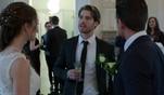 Alle Hochzeitsgäste von Ben und Larissa befinden sich auf dem Standesamt. Die...