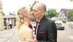 Zusammen gehen Nicole und Marcus zum Altar - und strahlen! Auf diese Hochzeit haben sie...