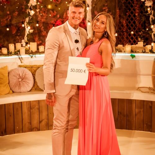 """Bianca und Paco gewinnen die Frühjahrstaffel von """"Love Island"""" 2021."""