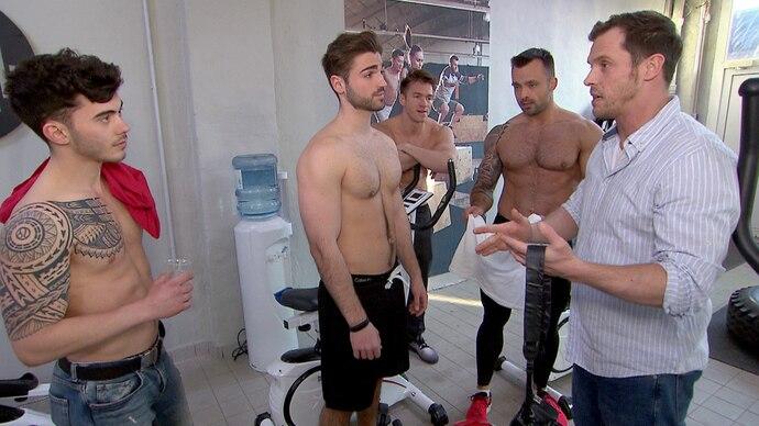 Weil Basti neue Mitglieder fürs Body Burn braucht, überzeugt er André, Mike, Denny und Lukasz, in einem sexy Promoclip mitzuwirken – mit dem Ziel, die weibliche Kundschaft anzulocken. Leider steht das Videoprojekt unter keinem guten Stern…
